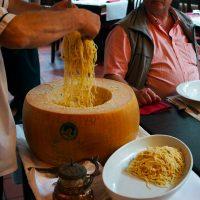 Parmigiano Reggiano am Tisch